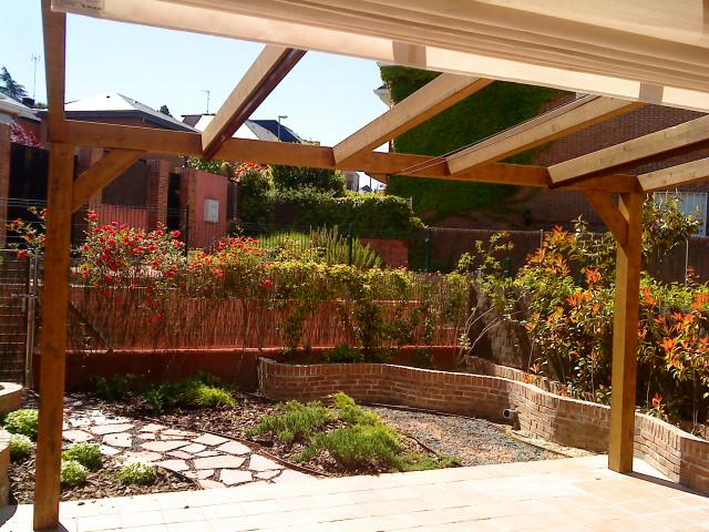 Pergolas clasicas palos en danza - Porches para jardin ...