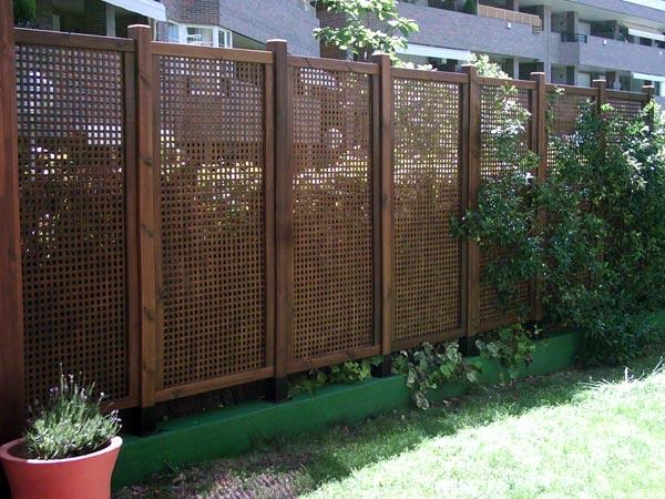 Celosias palos en danza for Celosia de madera para jardin